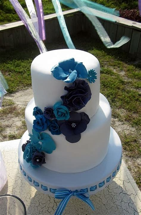 wedding cakes pictures blue gumpaste flowers