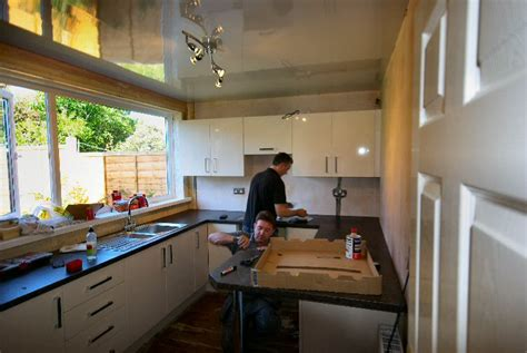 Kitchen Fitters by Feadreader