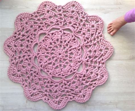 crocheted rug patterns crochet doily rugs lots of free patterns the whoot