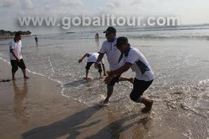 buat yel yel team teambuilding di pantai kuta gobalitour com