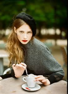 That s a wow effect look that consists of a black fur beret and black