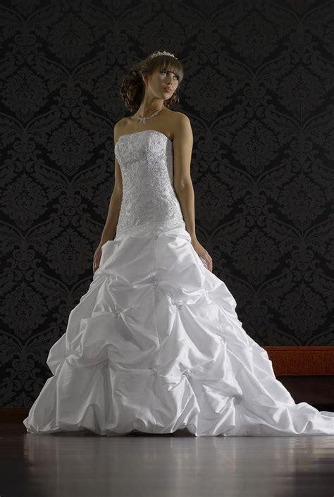 Brautkleid Hochzeitskleid by Brautkleid Hochzeitskleid Gerafft 361 99 Alle