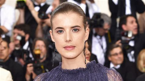 Model Agyness Deyn Wore a Pink Wedding Dress ? See Photos