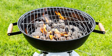 Lighting Charcoal Grill by How To Light A Charcoal Grill Livingdirect