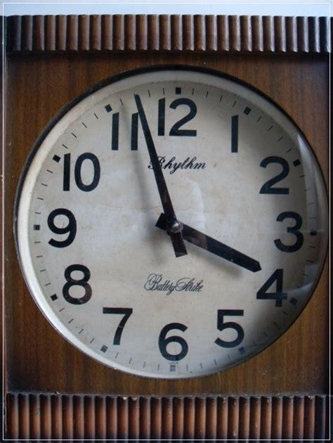 Jam Dinding Mickey Mouse 8329 2 barang antik lukito jam dinding rhytm battery strike sold