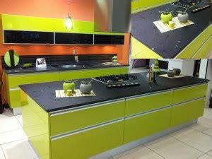Cuisine Noir Et Vert by Cuisine Vert Anis Plan Verre Noir Les Cuisines D