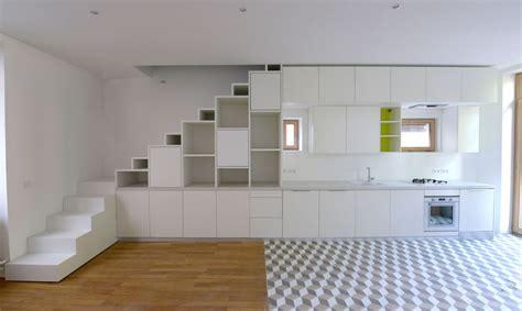Aménagement d?un placard sous escalier et d?une cuisine en