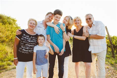 I Family a big family photo shoot a russian family trip in tuscany