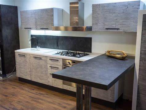 top cucina grigio cucina moderna con penisola top grigio scuro in legnocon