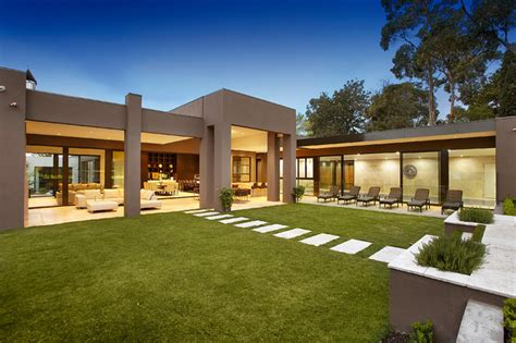 one level homes large contemporary family home contemporary exterior