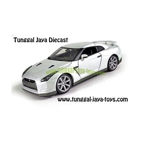 Diecast Mobil Burago Nissan Gt R White 1 18 mobil diecast 2009 nissan gt r r35 1 18 bburago tunggal
