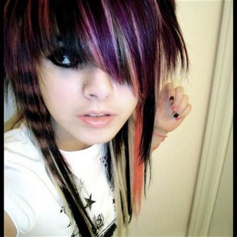 emo hairstyles with side swept bangs best emo scene hairstyles for teenage girls in summer