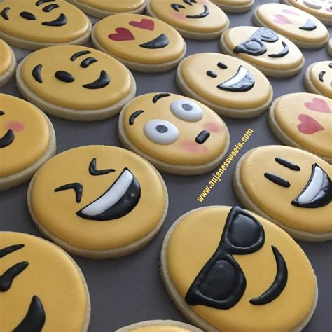 cookie emoji best 25 emoji cake ideas on birthday cake