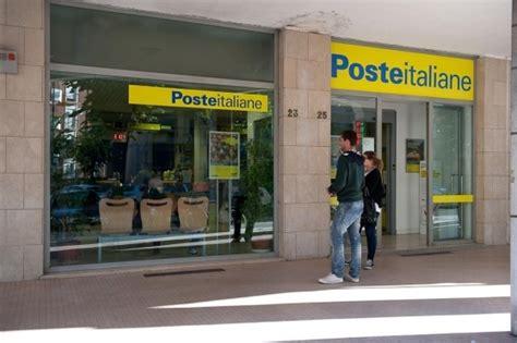 ufficio poste poste chiuse per ferie dieci uffici a singhiozzo