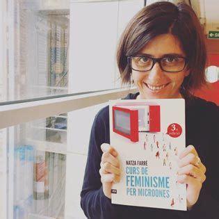 curs de feminisme per 8416154864 la periodista natza farr 233 presentar 224 el llibre curs de feminisme per microones acompanyada de