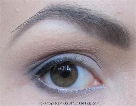 Eyeliner A grey smokey eye chatoyant makeup