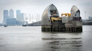 thames barrier effectiveness experts say rapidly melting glaciers are raising the uk