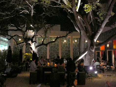Design District Cafe | file miami design district brosia cafe at night jpg