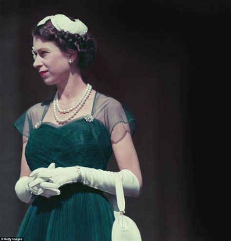 Fashion Elisabet the secret fashion of elizabeth best green chiffon dress elizabeth ii and