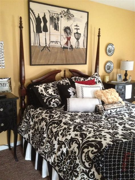 what color comforter goes with yellow walls 94 best images about black and white bedding on pinterest toile bedding image search and bed sets