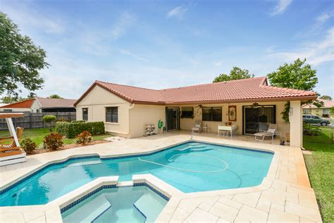 3 bedroom house with pool a waterford 3 2 single family pool home sells in 1 day