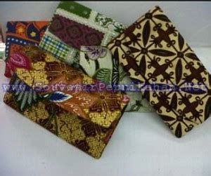 Souvenir Pernikahan Dompet Batik Oval Kemasan Plastik souvenir pernikahan dompet batik panjang souvenir pernikahan