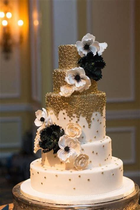 Black Wedding Cake Flowers by Black Wedding Cakes Black Weddings And Metallic Gold On