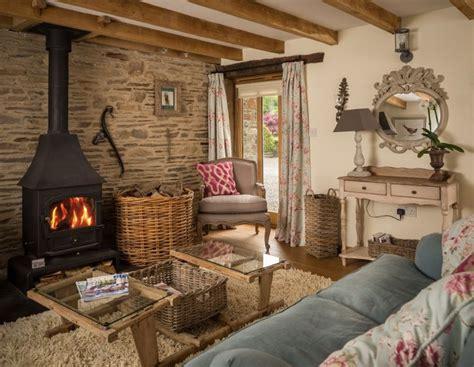 images  cottage living rooms  pinterest