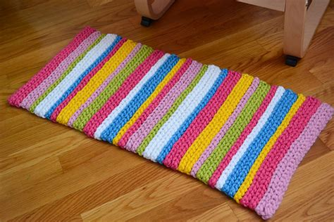 how to make a floor rug crochet in color stripey rug