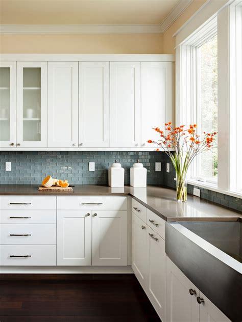white shaker cabinets  hottest trend  kitchen design