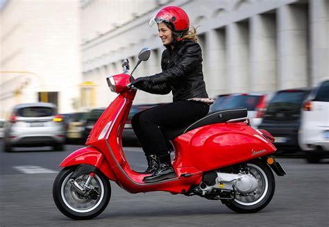 Cauple Rossa vespa sprint 50 125 le scooter r 233 tro sportif