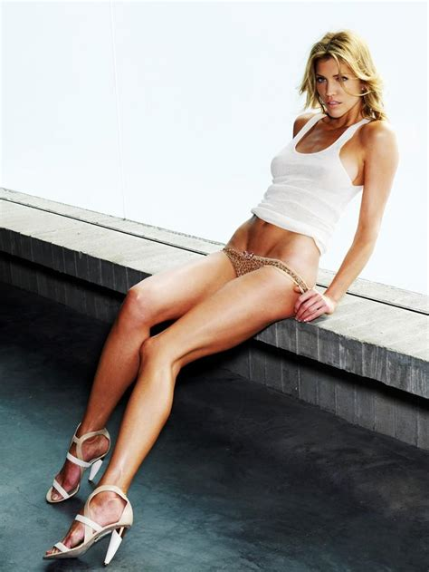 imagenes hot com skinny vs curvy tricia helfer hot fotos