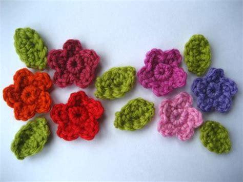 fiori con uncinetto uncinetto impariamo a fare i fiori blogmamma it