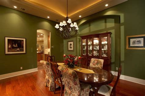 celebrate  holiday dinner   spacious dining room