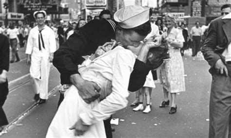 nurse being kissed in iconic wartime photo dies, aged 91