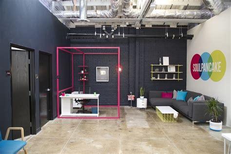 Office Desks Los Angeles Take A Tour Of Soulpancake S Cool Los Angeles Office Officelovin