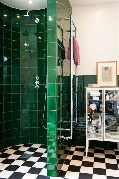 ways  incorporate green  bathroom decor digsdigs