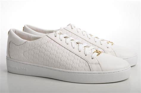 Sneaker White must white sneakers
