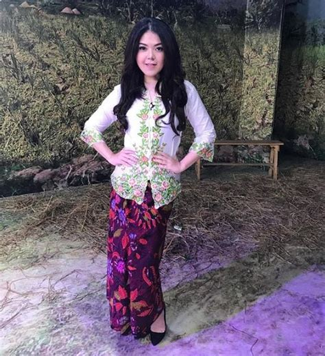 desain baju batik luar negeri 43 model baju batik atasan wanita pria 2018 model baju