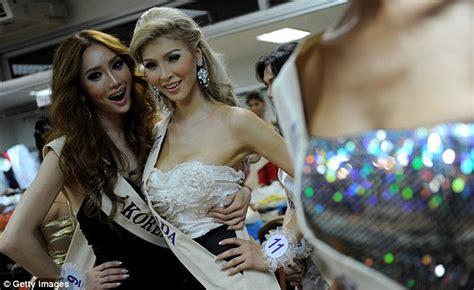 jenna talackova breaks top 12 in miss universe canada 2012 jenna talackova transgender beauty queen kicked out of