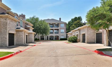 apartments with garages in plano tx