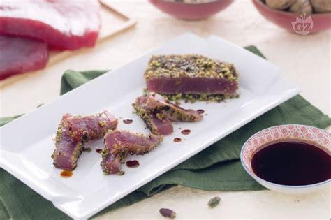 come cucinare i filetti di tonno ricetta filetto di tonno in crosta di noci e pistacchi