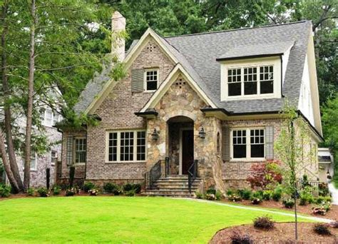 Cottages And Mansions by Best 25 Cottage Style Houses Ideas On Cottage