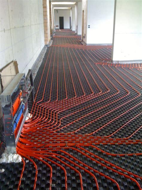 riscaldamento a soffitto opinioni riscaldamento a pavimento ad acqua calda industriale rehau