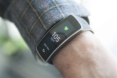 Samsung Gear Fit review: A dazzling wrist wearable with serious software deficits   PCWorld