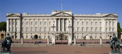 buckingham palace on my way to buckingham palace to meet majesty