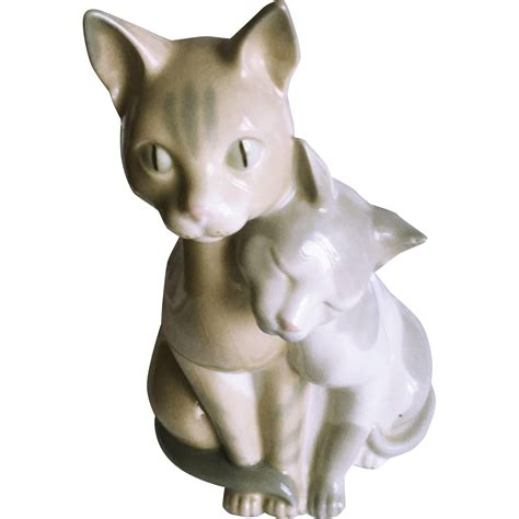 Cat Figurine vintage porcelain cat figurine from ubiquities on