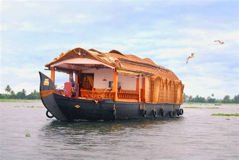 house boat pictures unusual houseboats picture front housebot view houseboat