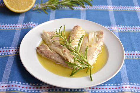 come cucinare la spigola al cartoccio spigola al cartoccio rosmarino e limone bimby tm31 tm5