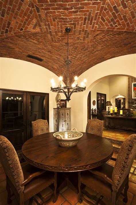 boveda rustica el techo tiene  diseno de estrella hecho de tabique aporta fachadas de